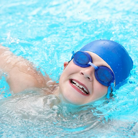 Holiday Sports – Swimmer