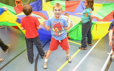 Holiday Sports – Face painting boy