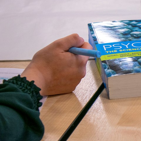 students with psychology book